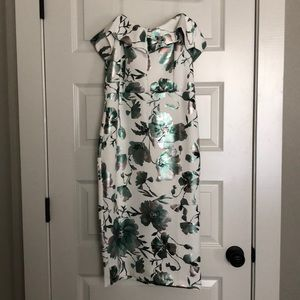 ECI on trend white floral cocktail dress